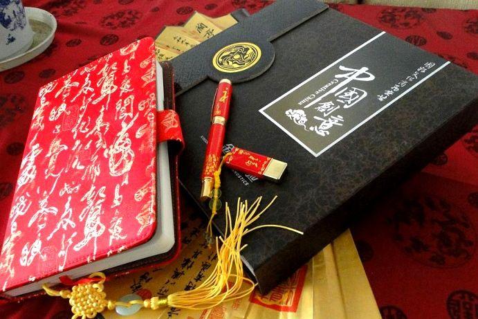 唐尚礼品为金域医学检验中心定制的红瓷文化商务套装